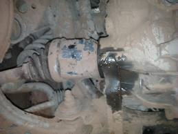 Leaking axle seal (output shaft seal)